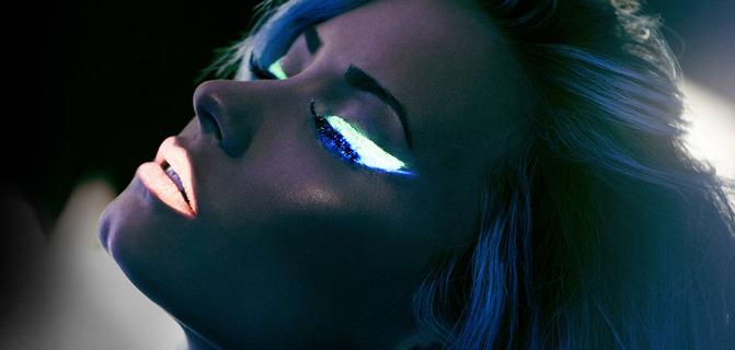 demi-lovato-neon-lights1407520121